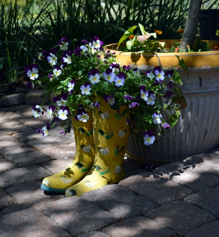 2013-4-12 Boot planter with pansies