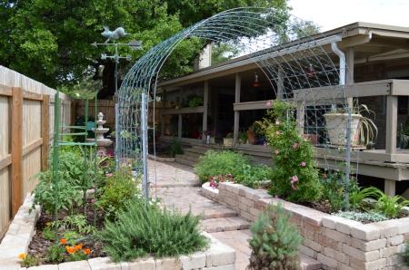 2015-4-10 Fountain Courtyard 3 rose arbor