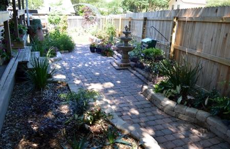 2015-4-29 Fountain courtyard 3 from ramp
