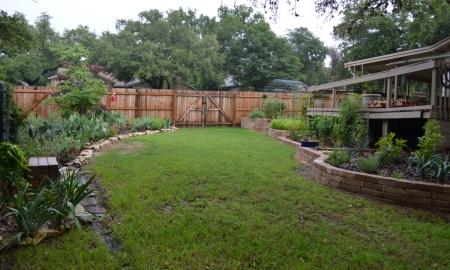 2015-5-14 Back yard NO MORE PALETTES 1